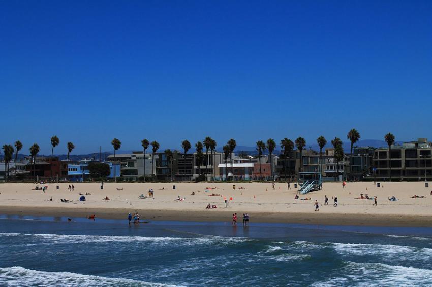 Visiting California? Here is a list of Santa Monica Beach Restaurants