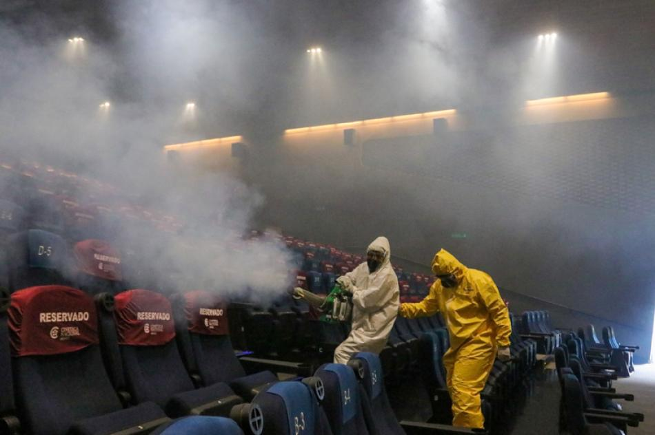 Images of the Day:Workers sanitize movie hall in Mexico City
