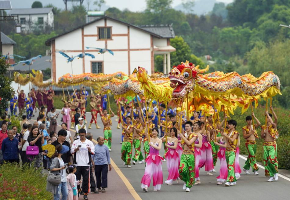 Images of the Day:Dragon dance to celebrate upcoming Chinese farmers harvest festival