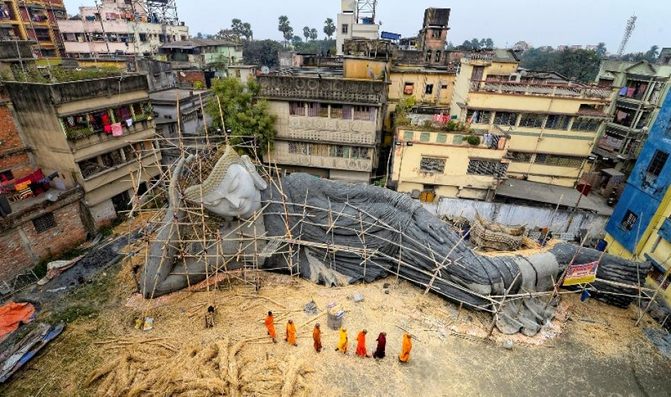 Images of the Day : India's largest reclining Buddha is getting ready in Kolkata for Bodh Gaya installation