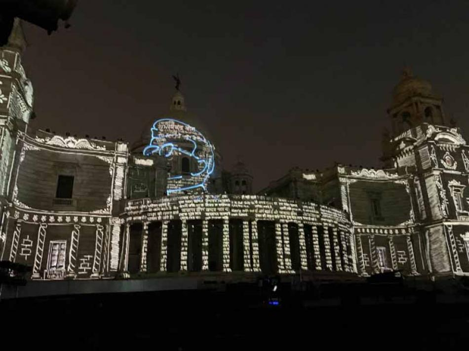 Kolkata's Victoria Memorial Hall pays light and s ...