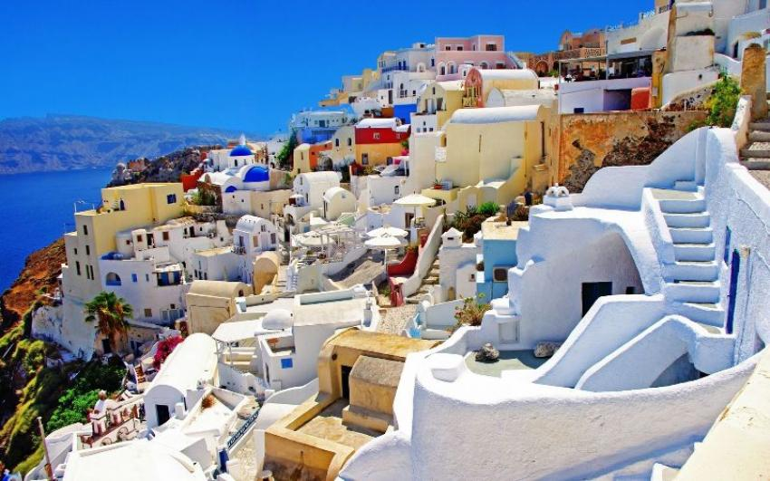 5 plus 1 reasons to fall in Love with Greece