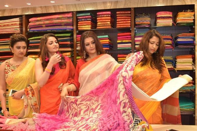 Simaaya inaugurates Poila Baisakh collection with cast members of Durga Sohay