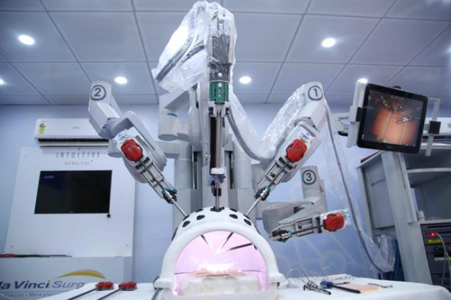 Bhopal Surgeons have a date with a Roving Robot