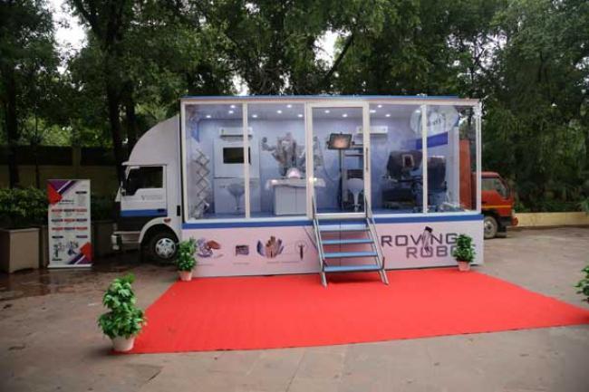 Roving Robot visiting Kolkata Hospitals