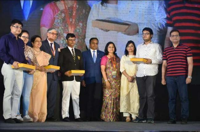 Kolkata:  Rotary International District 3291 and Rotary Club of Belur felicitates Board toppers