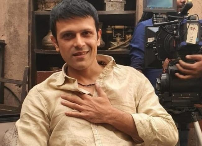 Abhishek Singh plays a street con in Rohosyo Romancho series Season 2
