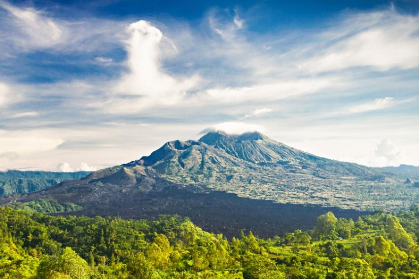 Mount Agung in Bali active again, airports shut