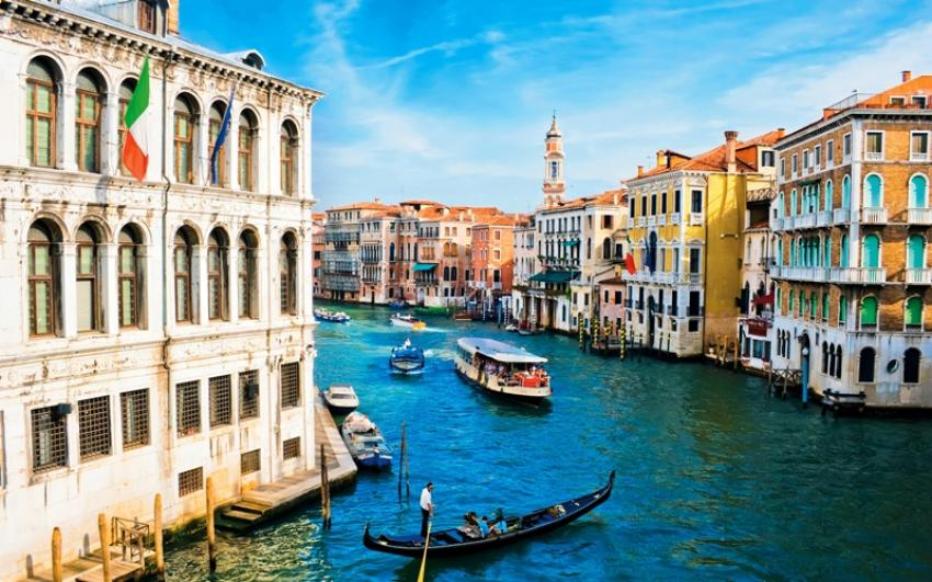 Reeling under overtourism, Venice considers new restrictions on visitors
