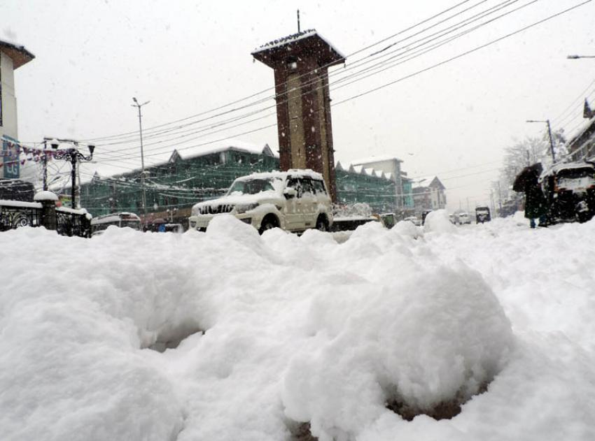 Jammu and Kashmir: Tourism department to provide free accommodation to stranded tourists
