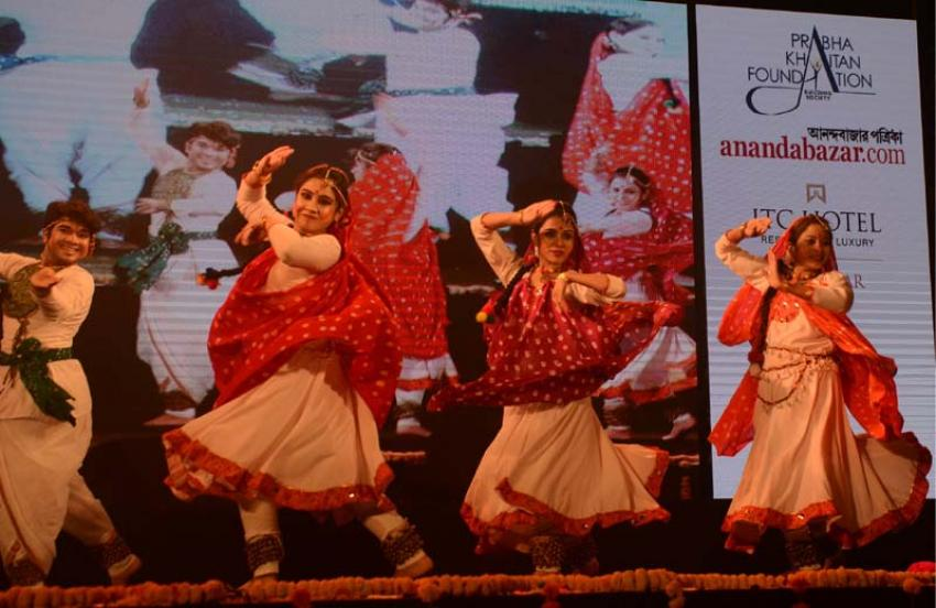 Cultural melange on Holi eve mesmerizes Kolkata audience
